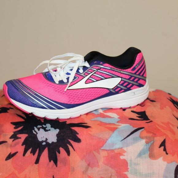 8ed43f3dd85f3 Brooks Shoes - EUC Brooks Asteria Women s 7.5 (B) Running